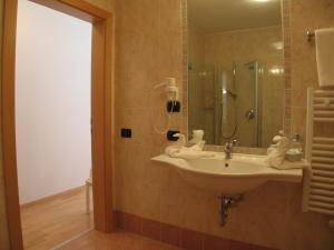 Hotel Alpin, Hotels  Colle Isarco - big - 9