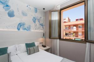 Hostal Operaramblas, Гостевые дома  Барселона - big - 19