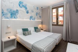 Hostal Operaramblas, Гостевые дома  Барселона - big - 24