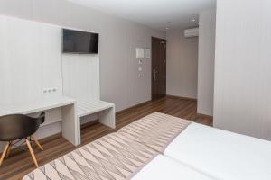 Hostal Operaramblas, Гостевые дома  Барселона - big - 28