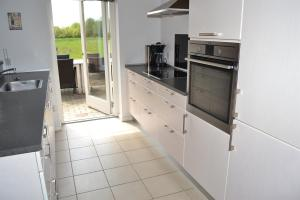 Four-Bedroom Holiday Home in Ribe, Ferienhäuser  Ribe - big - 9