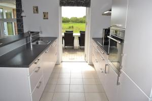 Four-Bedroom Holiday Home in Ribe, Ferienhäuser  Ribe - big - 14