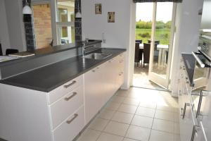 Four-Bedroom Holiday Home in Ribe, Ferienhäuser  Ribe - big - 15
