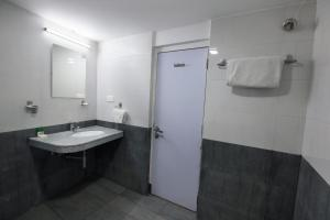 OYO 6429 Hotel Pearl, Отели  Пуне - big - 31
