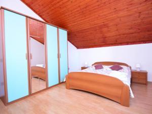 Apartment Maja, Ferienwohnungen  Brodarica - big - 6