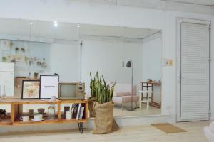 La Casa - The Hide Away Studio, Apartments  Hanoi - big - 20