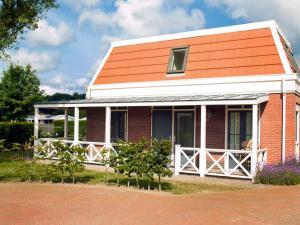 Holiday Home Bungalowparck Tulp & Zee.12, Holiday homes  Noordwijk - big - 11