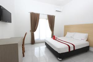 RedDoorz Plus near RS UGM, Vendégházak  Yogyakarta - big - 1