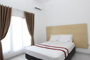 RedDoorz Plus near RS UGM, Vendégházak  Yogyakarta - big - 4