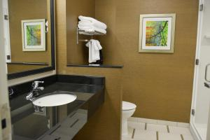 Fairfield Inn & Suites by Marriott Canton South, Hotels  Canton - big - 13