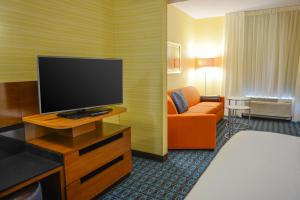Fairfield Inn & Suites by Marriott Canton South, Hotels  Canton - big - 16