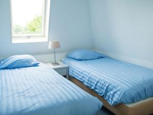 Holiday Home Bungalowparck Tulp & Zee.4, Holiday homes  Noordwijk - big - 5