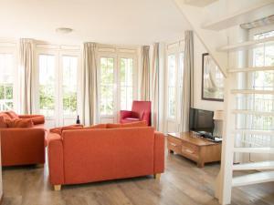 Holiday Home Bungalowparck Tulp & Zee.4, Holiday homes  Noordwijk - big - 8