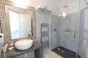 Yades Suites - Apartments & Spa, Aparthotely  Naousa - big - 53