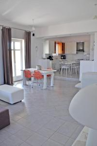 Villa Georgia, Holiday homes  Santa Maria - big - 30