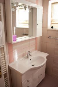 Apartments Mirage, Apartments  Novalja - big - 50
