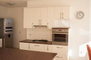 Apartments Mirage, Apartments  Novalja - big - 67