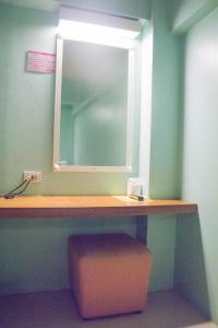 Economy Twin Room with Shared Bathroom (No Window)