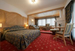 Alpen Hotel Corona, Hotely  Vigo di Fassa - big - 43