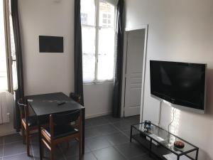 Les Patios du Vieux Port, Апартаменты  Марсель - big - 25