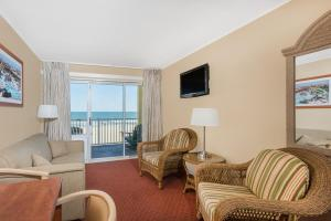 Oceanfront suite with two beds, sofabed, nonsmoking