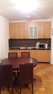 Apartment Sara, Apartments  Petrovac na Moru - big - 24