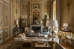 Suite Duc de Crillon with Swimming Pool & Spa Access