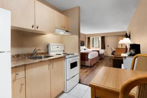 Queen Suite with Two Queen Beds with Limited View- Non-Smoking