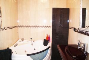 Appartamento Trilocale, Apartmanok  Paderno Dugnano - big - 38