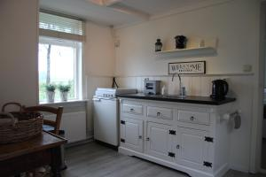 B&B Droom 44, Bed & Breakfasts  Buinerveen - big - 7