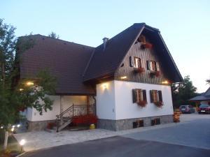 Pansion House Prijeboj, Penzióny  Jezerce - big - 32
