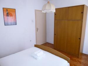 Apartment Ugljan 13764a, Apartments  Ugljan - big - 3