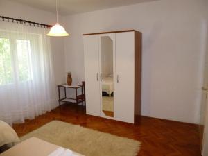 Apartment Ugljan 13764a, Apartments  Ugljan - big - 5