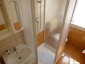 Apartment Ugljan 13764a, Apartments  Ugljan - big - 8