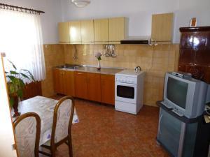 Apartment Ugljan 13764a, Apartments  Ugljan - big - 10