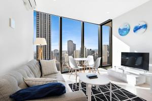 IFSTAYS EQ Tower - New Apartment in Melbourne CBD