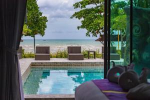 Maneetel Krabi Beach