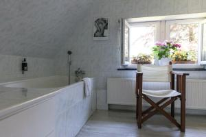 B&B Le Bois Dormant, Bed & Breakfast  Spa - big - 4