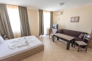 Apollon Apartments, Апартаменты  Несебр - big - 28