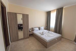 Apollon Apartments, Апартаменты  Несебр - big - 61