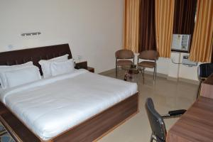 Hotel Singh Axis, Bed and Breakfasts  Udhampur - big - 6