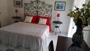 B&B Massico Apartments, Bed and breakfasts  Sant'Agnello - big - 35