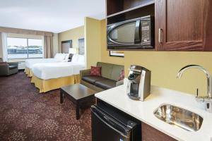 Holiday Inn Express & Suites Sandusky, Отели  Сандаски - big - 12