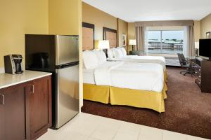 Holiday Inn Express & Suites Sandusky, Отели  Сандаски - big - 16
