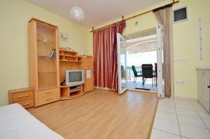 Apartment Ivan, Apartmanok  Novalja - big - 4