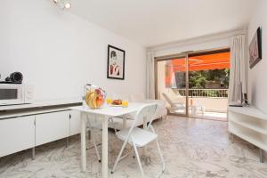 Résidence Fleurie YourHostHelper, Apartmány  Cannes - big - 15