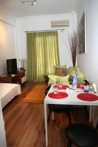 Athinian Apartment Veikou, Apartmány  Atény - big - 19