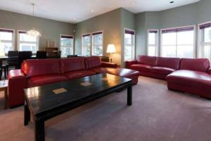 Vacation Homes by The Bulldog- Henk's Haven - Silver Star Mountain