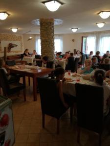 Kék Panzió, Bed & Breakfast  Szilvásvárad - big - 64