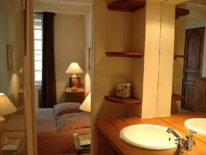 Au Grey d'Honfleur, Bed & Breakfasts  Honfleur - big - 2